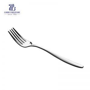 أدوات المائدة المصنوعة يدويًا من الفولاذ المقاوم للصدأ شوكة