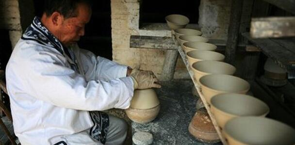 Do you know how the ceramic bowls made out