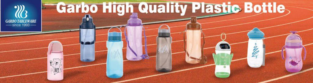 استخدم زجاجة ماء رياضية بلاستيكية لممارسة الرياضة في الهواء الطلق