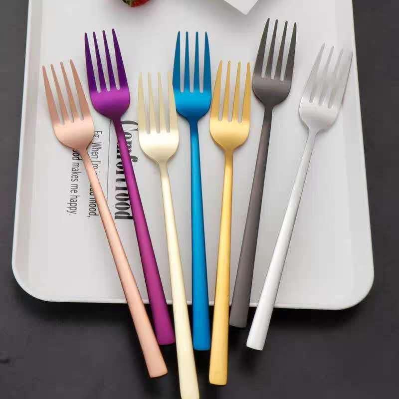 Wissen Sie, welche drei verschiedenen Arten von Edelstahlgabeln auf dem Tisch benötigt werden?