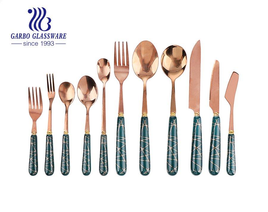 أفضل 5 مجموعات أدوات مائدة جميلة من الفولاذ المقاوم للصدأ لتناول العشاء