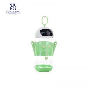 زجاجة ماء بلاستيكية بتصميم روبوت جديدة سعة 16 أونصة بمقبض أخضر اللون