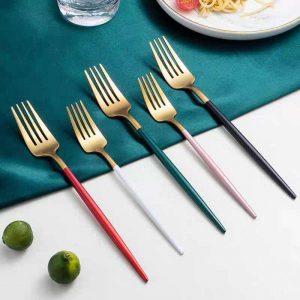 Você sabe quais são os três tipos diferentes de garfos de aço inoxidável necessários na mesa?