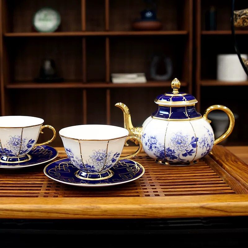 Popular hot selling ceramic drinking set classic porcelain tea drinks set from China.