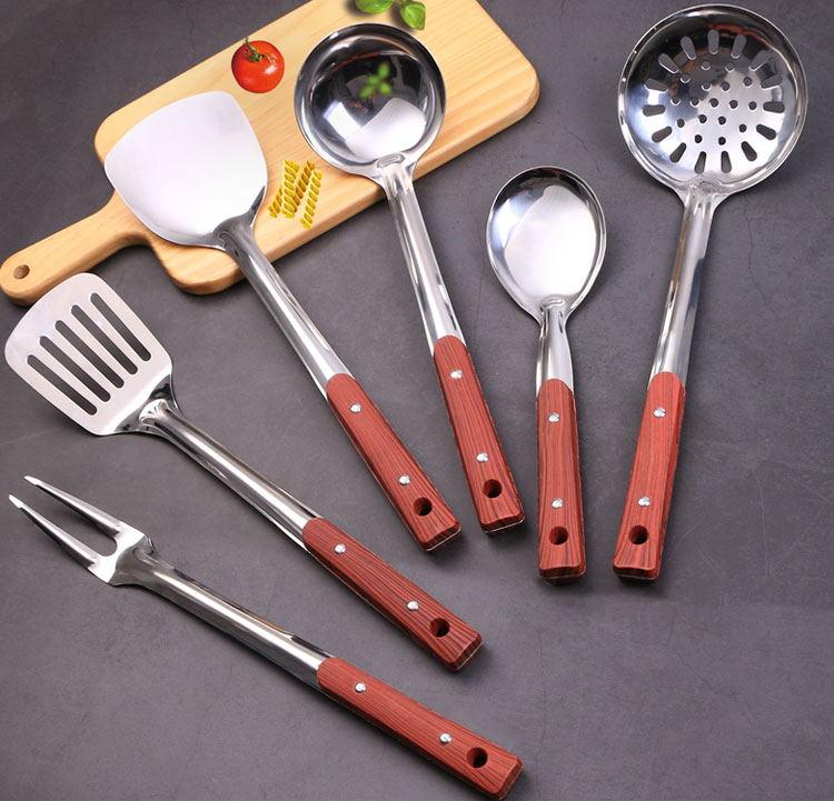 كيف تستخدمين السكين والشوكة بأناقة