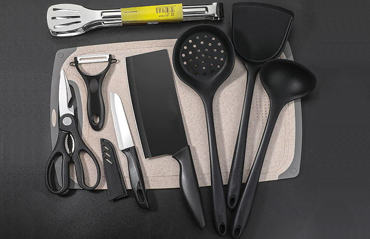 What kind of healthy materials should we choose for kitchenware?