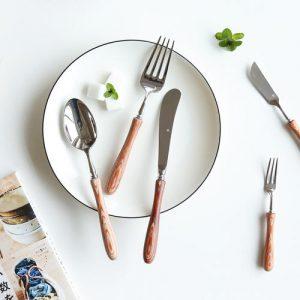 Como você usa faca e garfo elegantemente