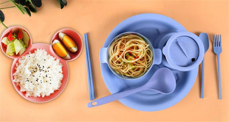 نصائح لاختيار أدوات المائدة البلاستيكية لطفلك