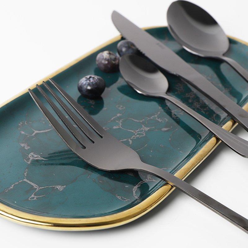 يطلق غاربو النار من وراء الكواليس على أدوات المائدة المصنوعة من الفولاذ المقاوم للصدأ