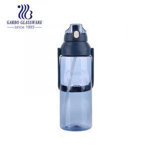 Пластиковая бутылка для воды синего цвета на 2300 мл для спорта и упражнений