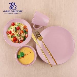 طقم أدوات مائدة سيراميك طراز بسيط حديث من المصنع 16 قطعة أطقم أواني طعام ملكية باللون الوردي