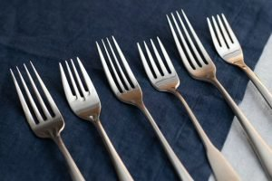 About the difference in polishing quality of stainless steel cutlery