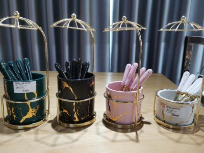 Promoção semanal de baixelas Garbo: colher de chá com xícaras de cerâmica