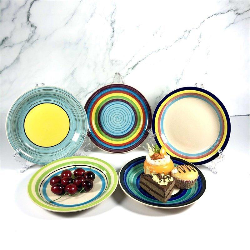 Comparison of ceramic hand-painted and underglaze craftsmanship