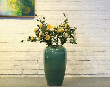 How to clean and maintain your ceramic vase