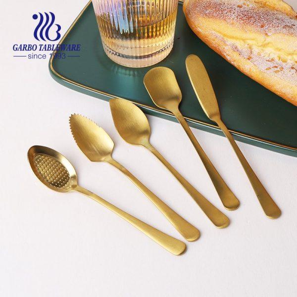 ملعقة حلوى مطلية بالذهب عالية الجودة من الفولاذ المقاوم للصدأ للآيس كريم والكيك