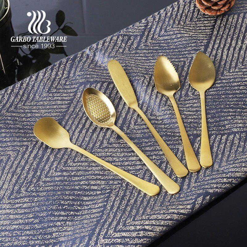 أدوات المائدة بالجملة 304 (18/8) ملاعق آيس كريم صغيرة الحجم ذات طلاء ذهبي أنيق وعالية الجودة