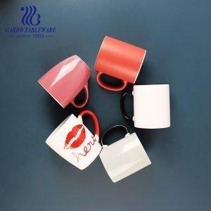 كوب من الخزف الصيني من الخزف الصيني بطباعة ملونة أكواب شرب الماء والقهوة كوب كلاسيكي مستدير مع مقبض للمكتب والمحلات التجارية