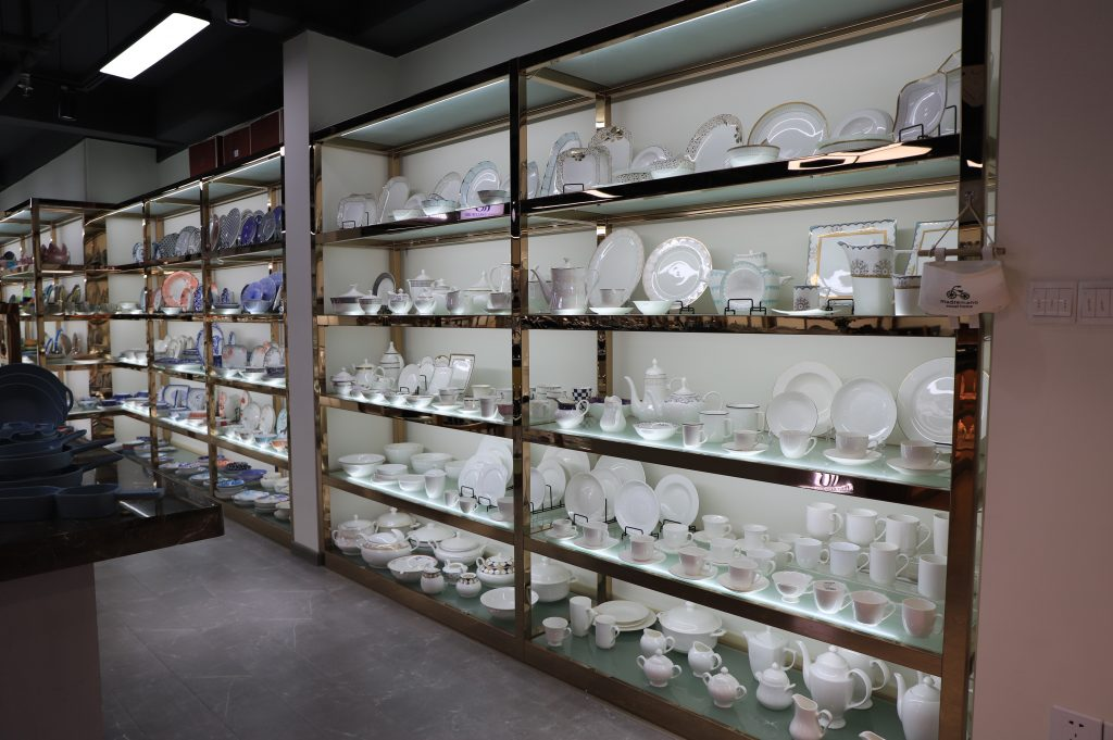 This article will let you know how many ceramic dinnerware and what material they are in Garbo sample room.