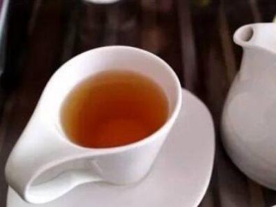 Cuatro consejos para quitar la suciedad de las tazas de té de cerámica